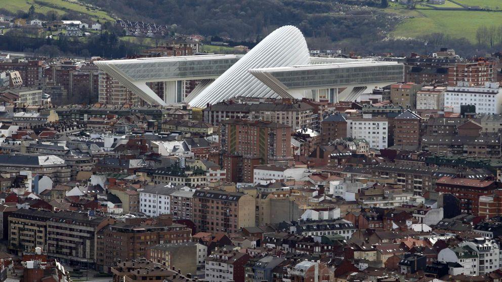Derrumbe, bronca y fuga en 'El Centollo':  el edificio más gafe de España
