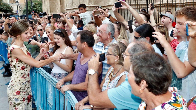 La Reina saludando al público. (Casa Real)