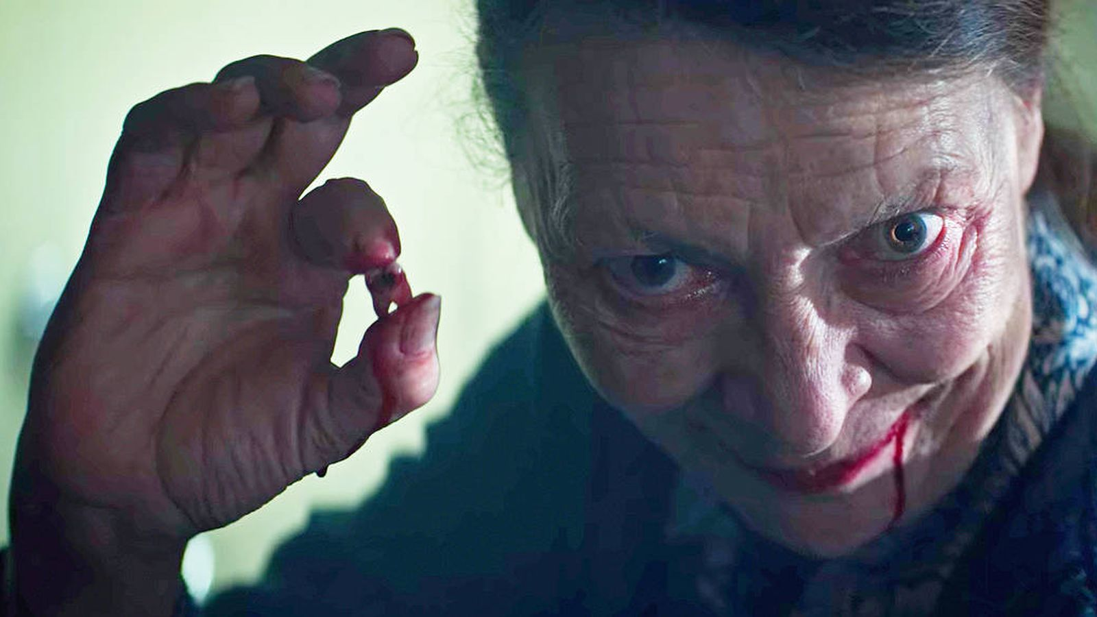 Foto: Mireille Herbstmeyer interpreta a la Sra. Daugeron, en la serie 'Marianne'. (Netflix)