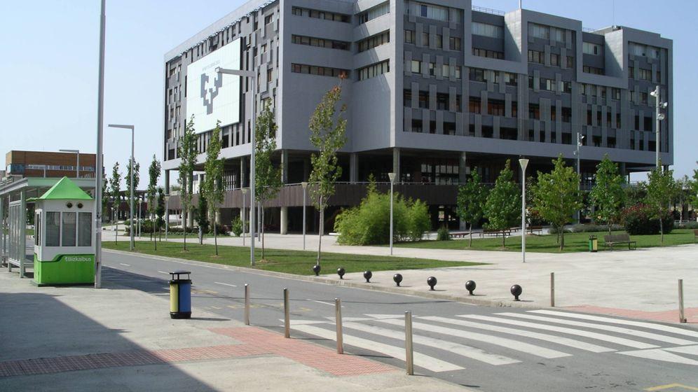 Foto: Campus de Leioa de la Universidad del País Vasco. (Etxaburu, Wikipedia)