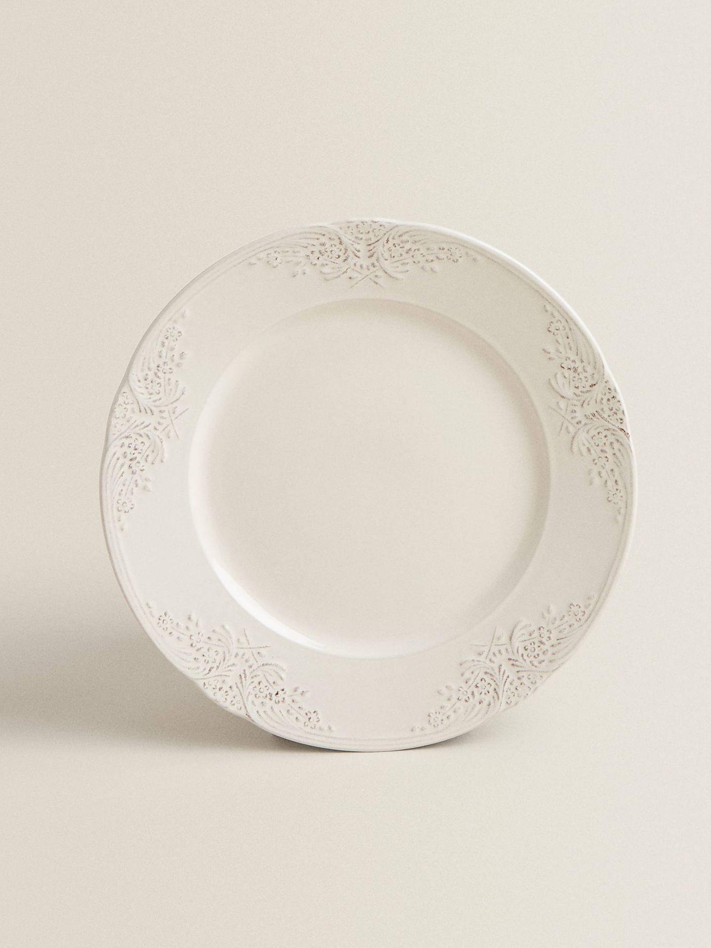 Platos y vajilla de Zara Home para una mesa tan elegante como la de Isabel Preysler. (Cortesía)