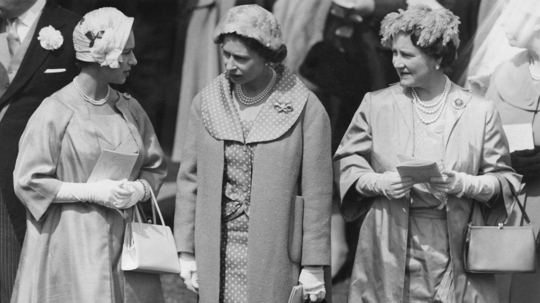 La princesa Margarita, Isabel II y su madre, en una imagen de archivo. (Getty)