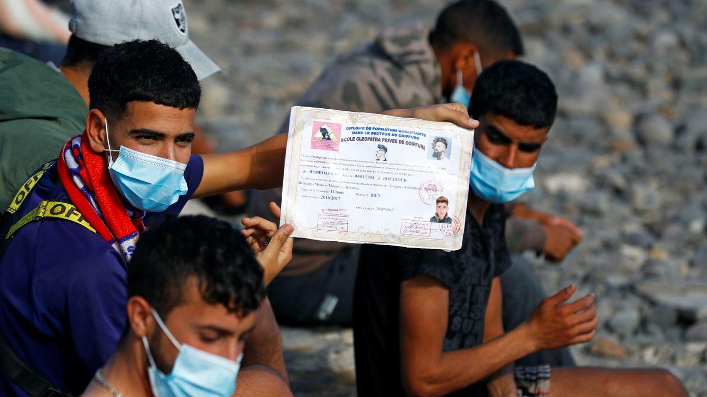 ¿Dónde están los 4.000 migrantes que faltan en Canarias? La siguiente parada, Irún