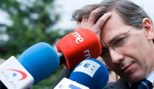 """Acusan a Bernardino León de ser el responsable del """"desastre"""" de Zapatero en Davos"""