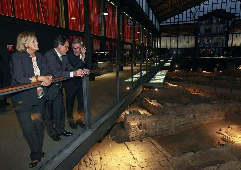 Foto: Artur Mas, Xavier Trias y Núria de Gispert en el Centro Cultural Born (EFE)