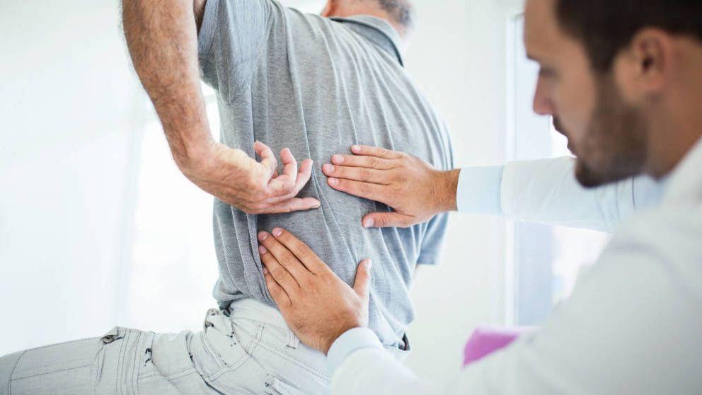 Dolor lumbar en una persona de 85 años, ¿debería pasar por quirófano?