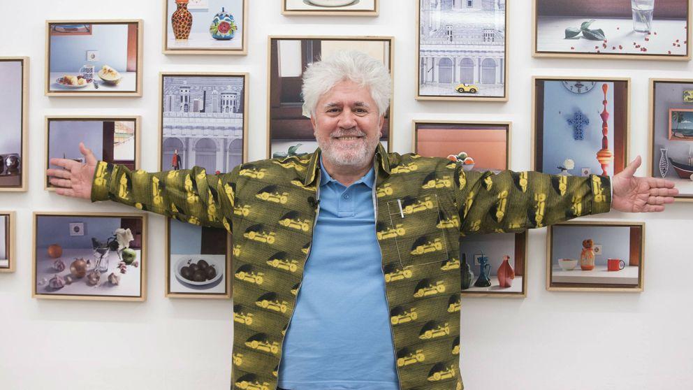 La troupé de Almodóvar hace piña en La Fresh Gallery para ver sus fotografías de bodegones