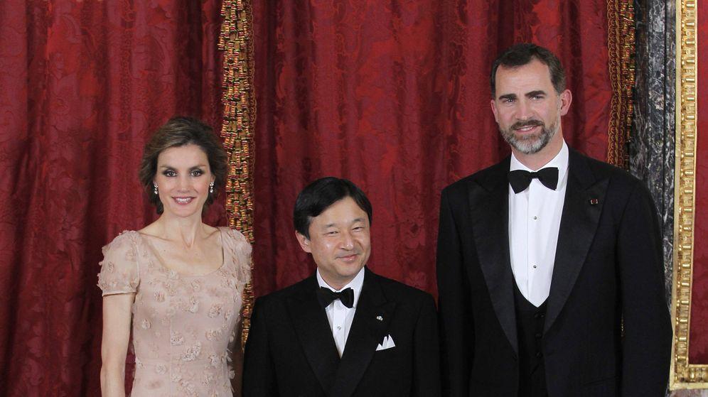 Foto: Don Felipe y Doña Letizia junto al príncipe Naruhito. (Gtres)