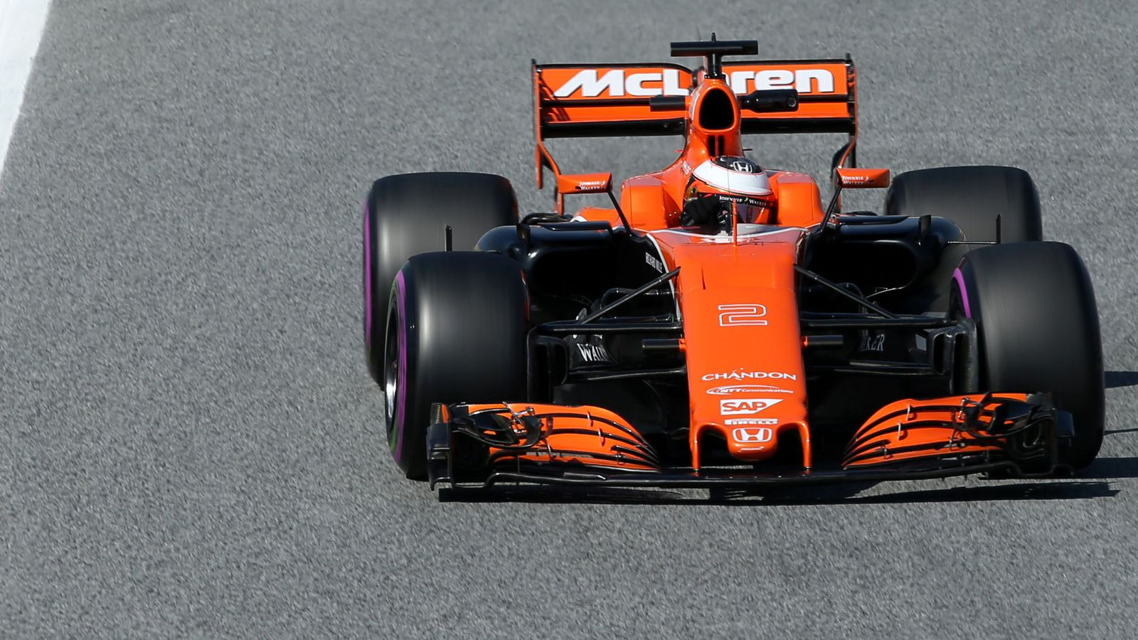 Foto: El McLaren, en la pista (Albert Gea/Reuters).