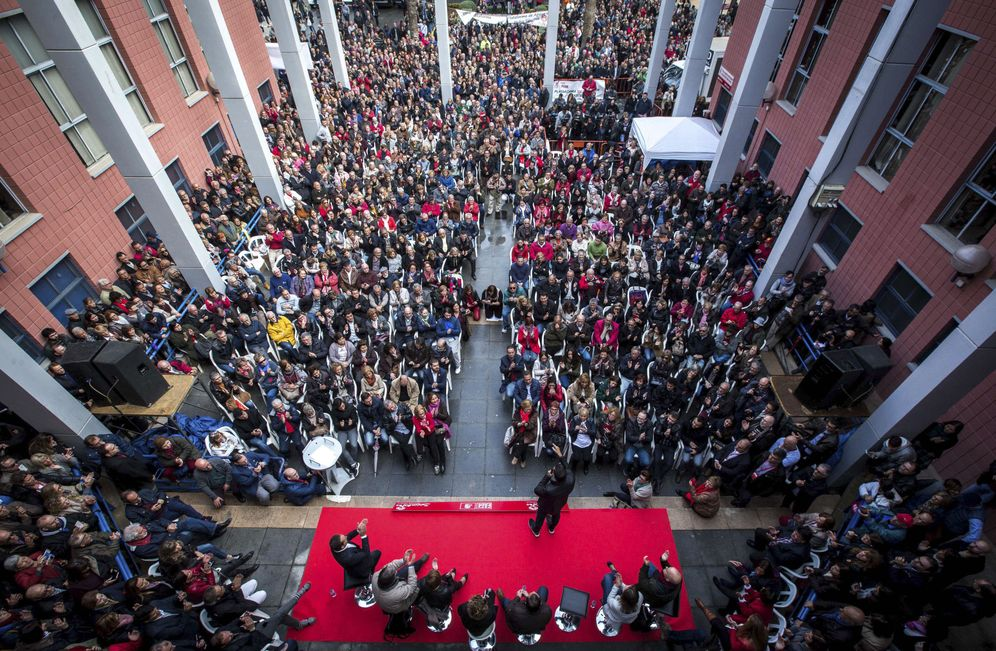 Foto: Pedro Sánchez, este 26 de noviembre, durante su intervención en la plaza de la Concordia de Xirivella, Valencia. (EFE)