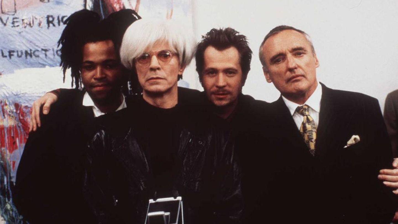 Jeffrey Wright, David Bowie, Gary Oldman y Dennis Hopper, en la película 'Basquiat'. (Getty)