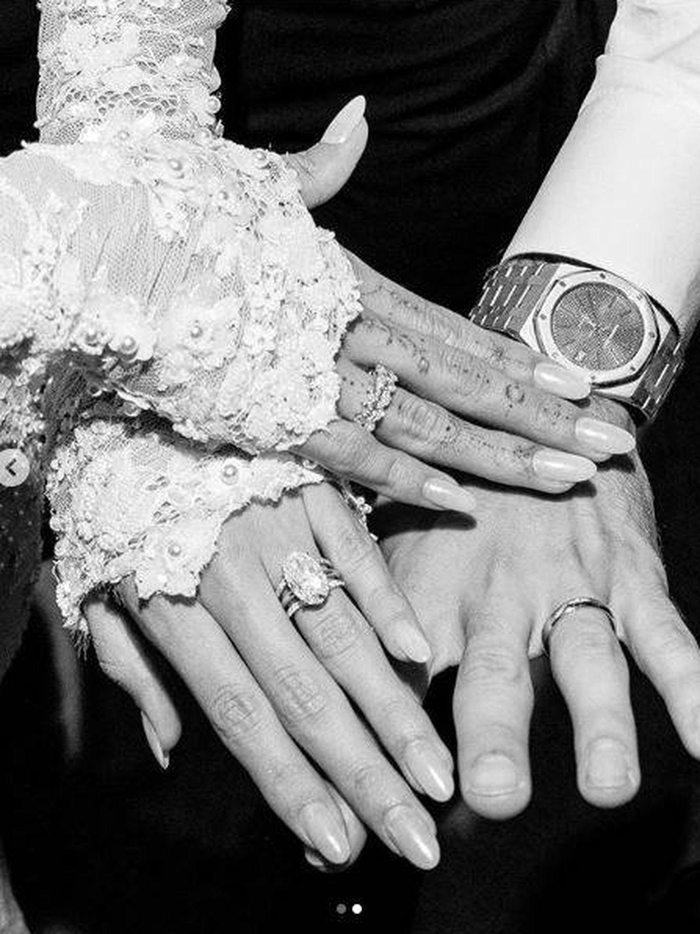 Manos de Hailey y Justin tras casarse por la iglesia. (Redes)