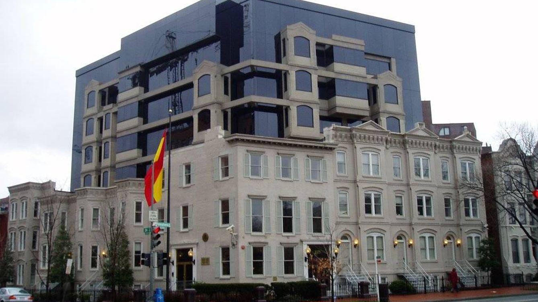 Guerra entre comisarios por la embajada en EEUU... y por el sueldo de 13.000 € al mes