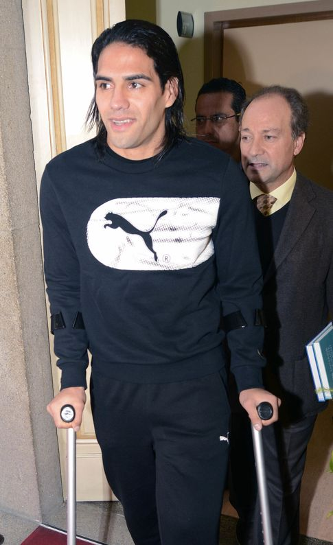 Falcao saliendo del Hospital da Trindade de Oporto (Gtres)