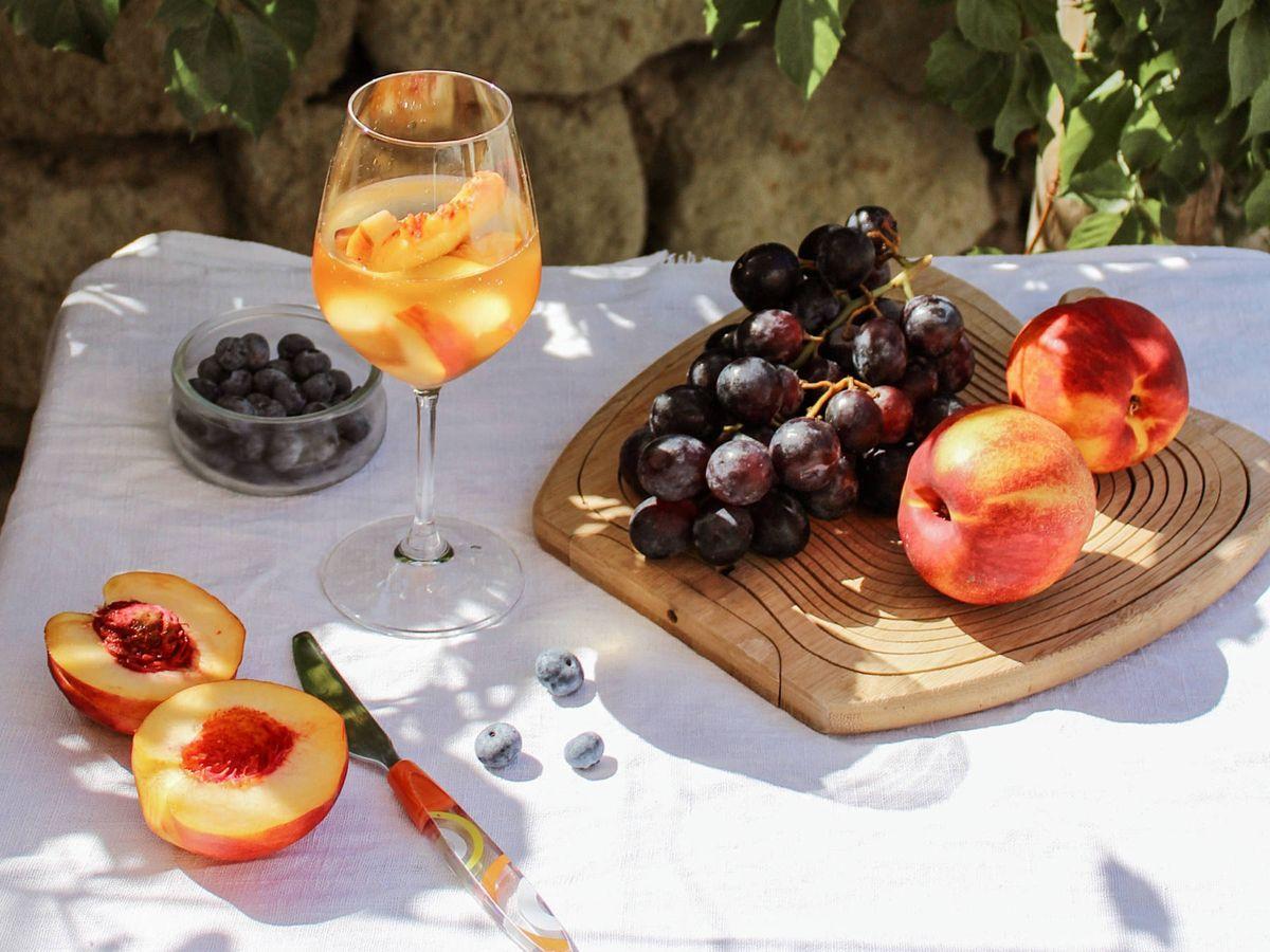 Foto: Las frutas que más azúcar tienen y las que menos. (Nataliya Melnychuk para Unsplash)