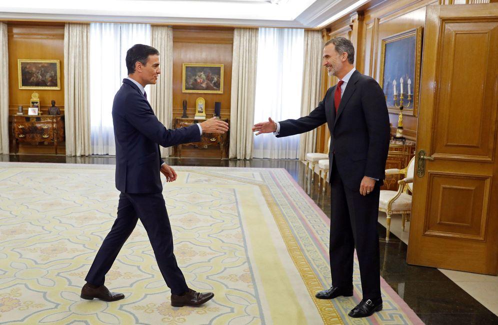 Foto: El rey Felipe VI recibe en la Zarzuela a Pedro Sánchez, con el que terminó este 6 de junio su ronda de consultas. (Reuters)