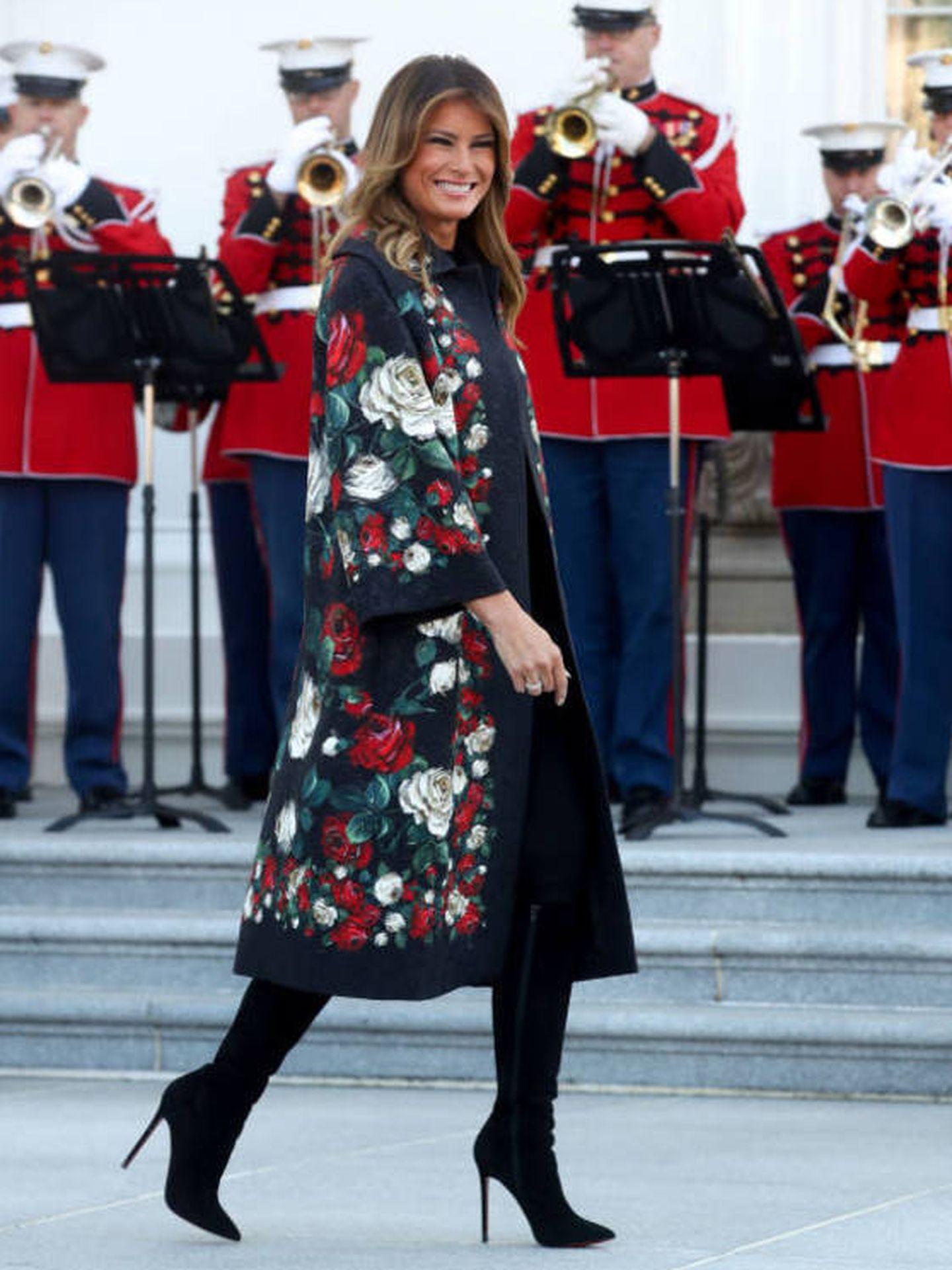 Melania Trump viste de Dolce & Gabbana.