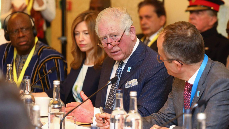 El príncipe Carlos, en la reunión en la que también participó el príncipe Alberto. (Clarence House)