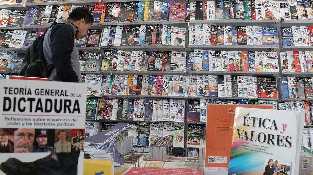 Foto: Feria Internacional del libro en el Zócalo de México. Foto: EFE Alex Cruz.