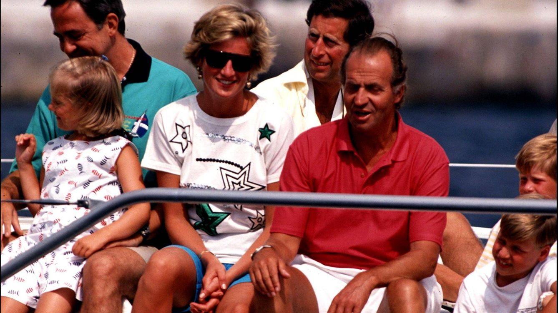 Foto: Los príncipes de Gales junto al Rey Juan Carlos en Mallorca (Gtres)