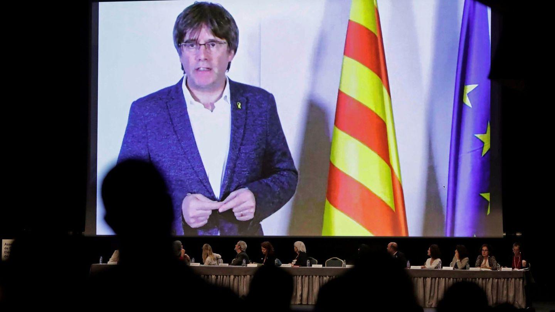 Videoconferencia de Puigdemont en el encuentro fundacional de la Asamblea de Cargos Electos. (EFE)