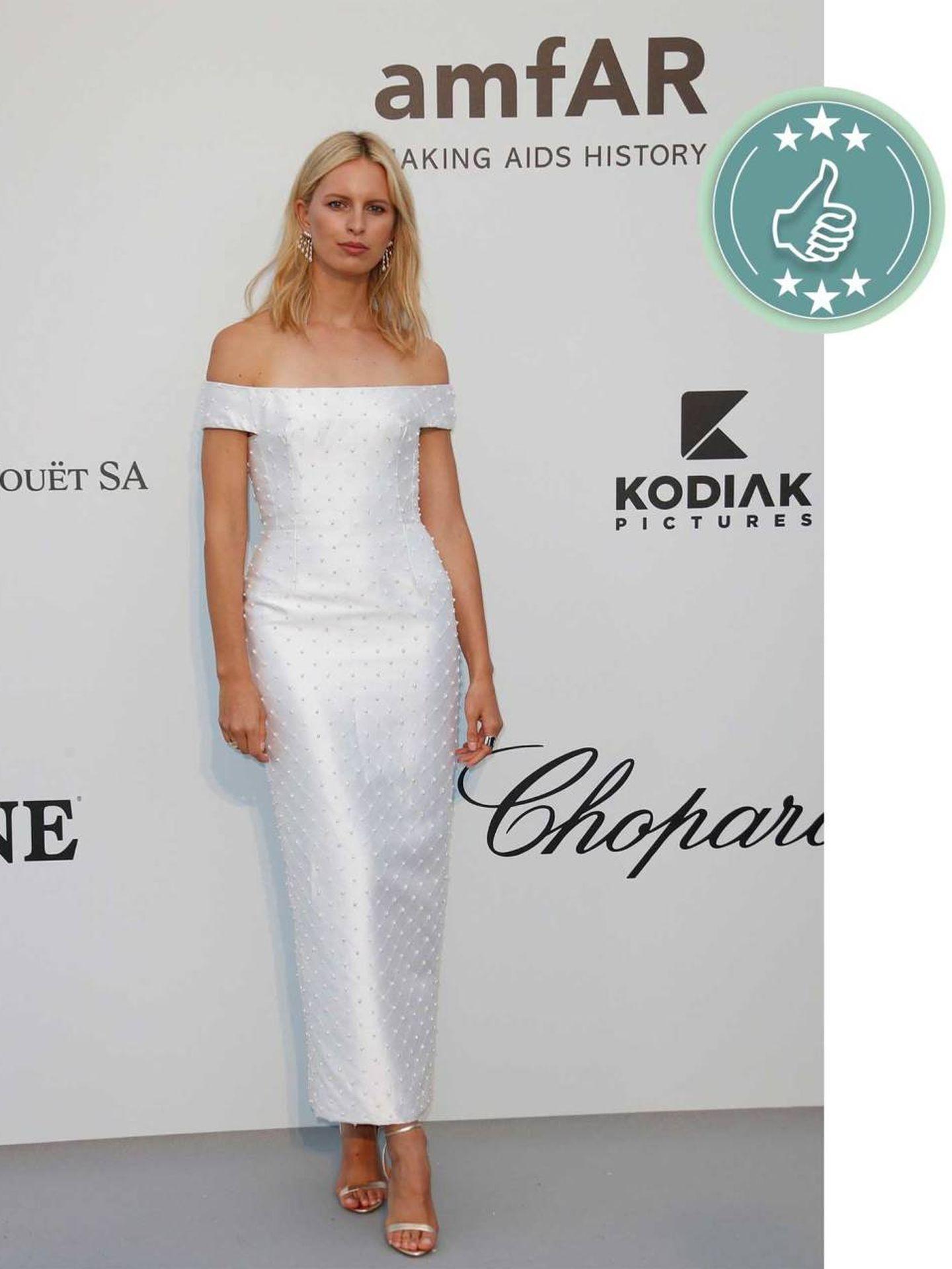 La modelo Karolína Kurková con un look minimal en blanco. (EFE)