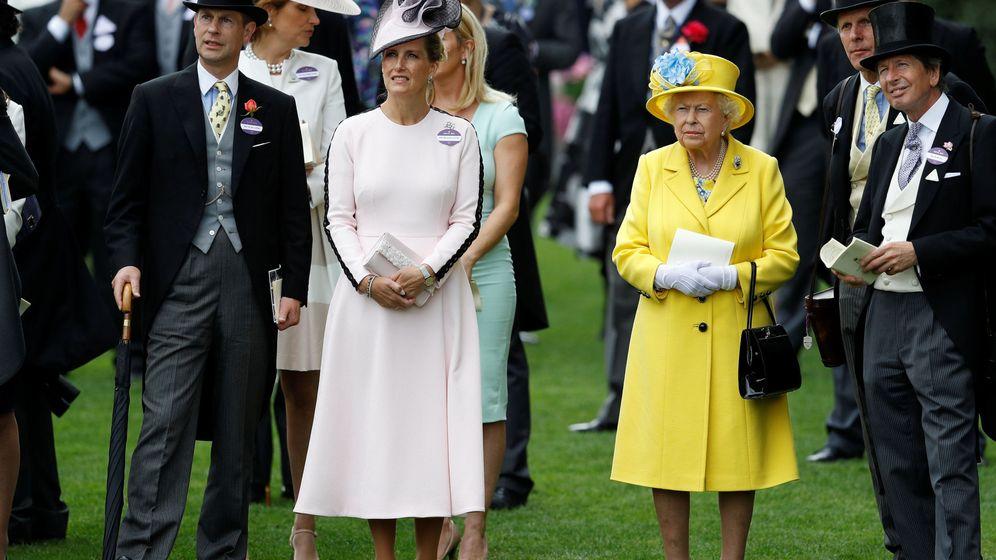 Foto: La reina Isabel y Sophie de Wessex, en una imagen de archivo. (Reuters)