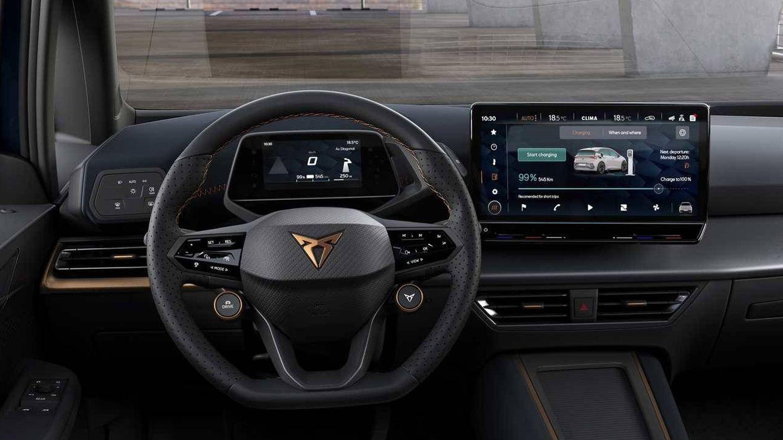 El Cupra Born ofrecerá mucha tecnología pero también deportividad con su volante con botones satélite.
