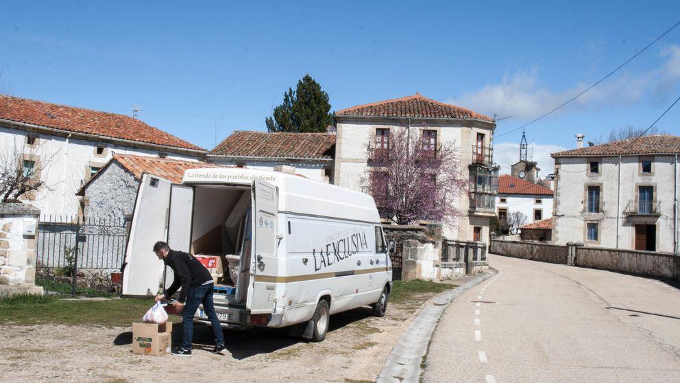 La furgoneta que está frenando el fin de los pueblos: Nos piden hasta burros