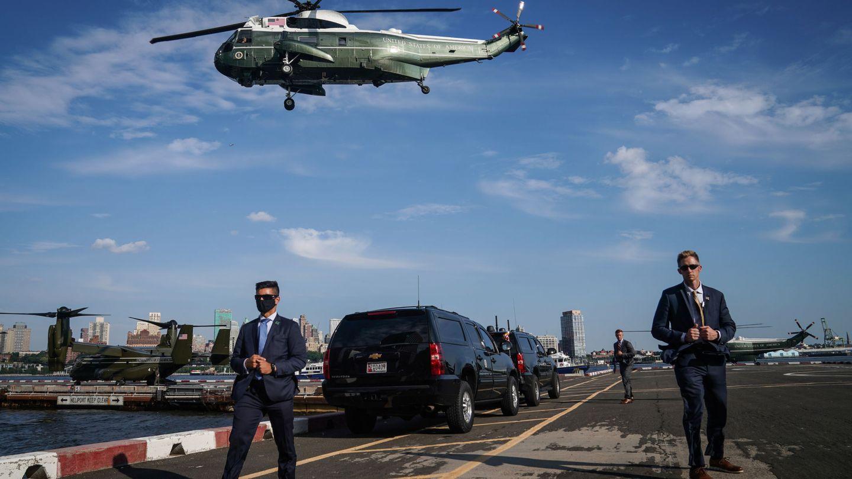 La visita de Donald Trump a su hermano Robert Trump en el New York Presbyterian Hospital de Nueva York. (Reuters)