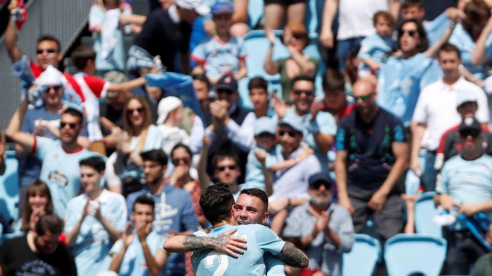 Foto: Iago Aspas celebra con Hugo Mallo su gol en el Celta-Girona. (EFE)