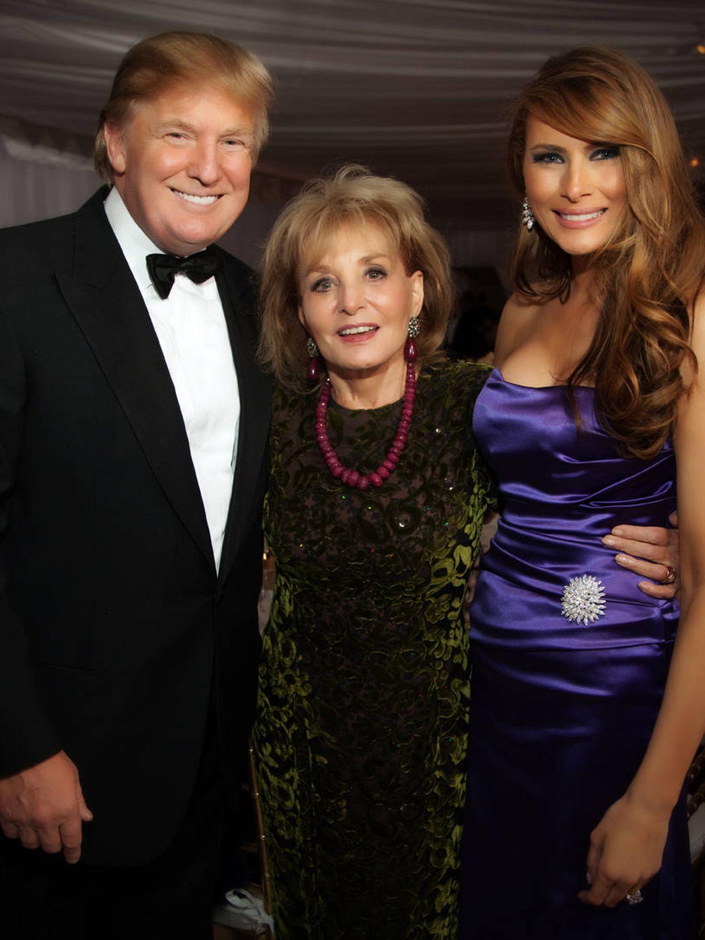Los Trump, junto a Barbara Walters. (Getty)