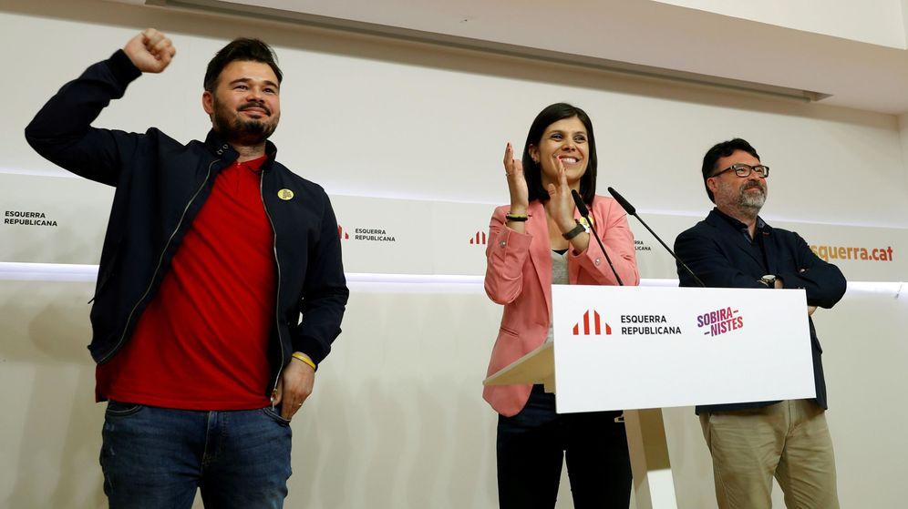 Foto: El candidato por ERC al Congreso Gabrilel Rufián (i) y sus compañeros Marta Vilalta y Joan Josep Nuet (i). (EFE)