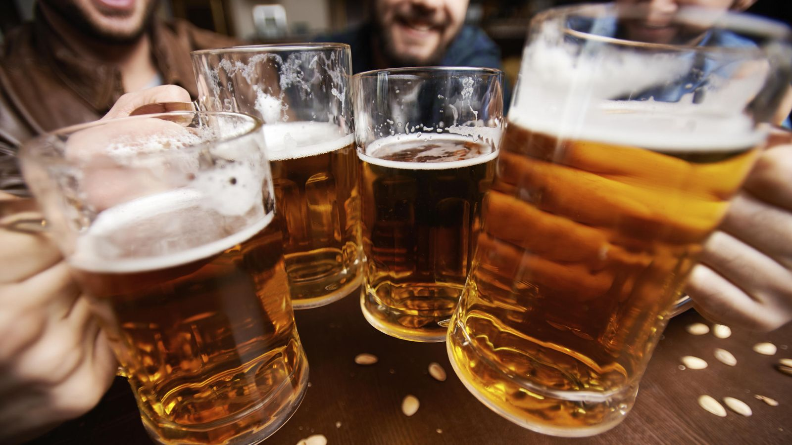 Foto: Ahora entenderás por qué al brindar nos deseamos 'salud'. (iStock)