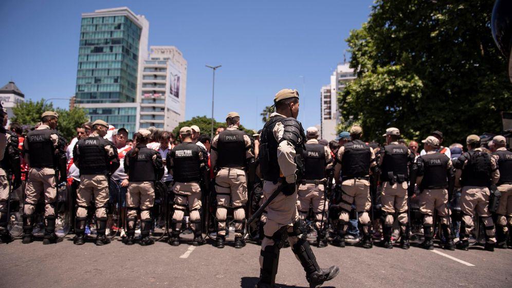 Foto: Parte del dispositivo de seguridad en Buenos Aires para el River Plate-Boca Juniors. (EFE)
