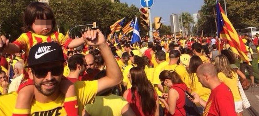 Foto: Gerard Piqué y su hijo Milan en la manifestación de la Diada este jueves en Barcelona (Twitter)