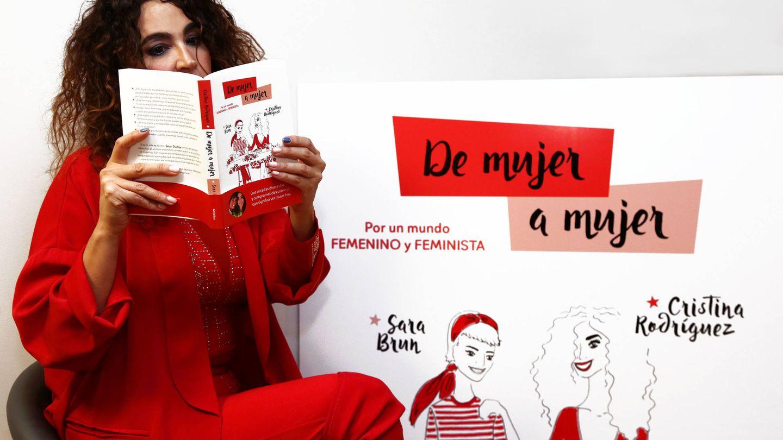 Cristina Rodríguez con su libro.(FOTO: Grijalbo)