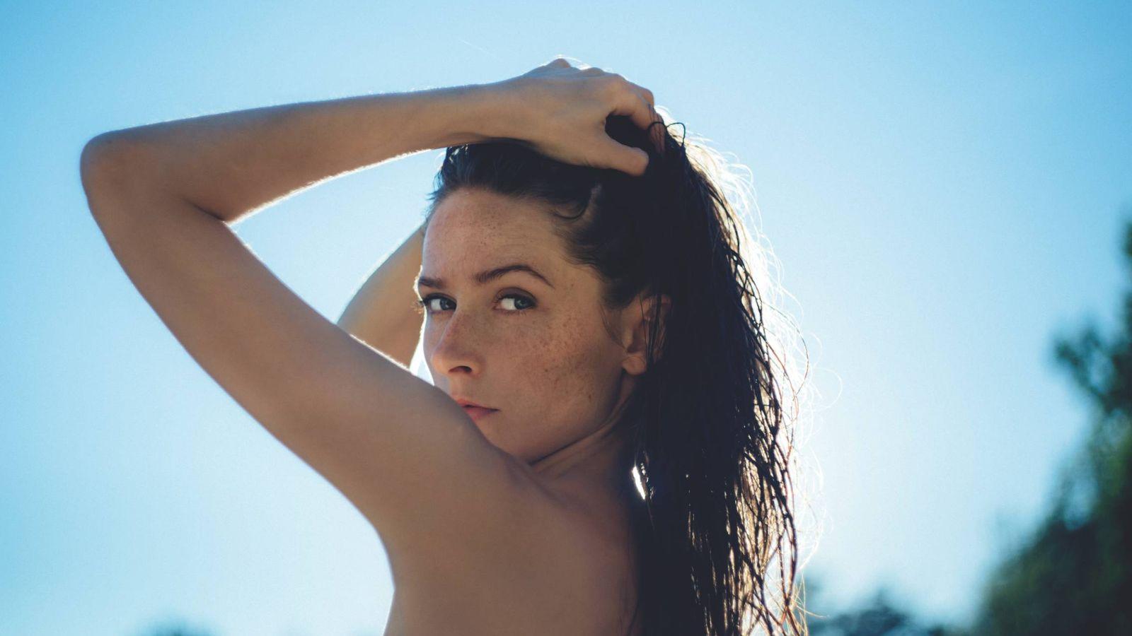 Foto: La hidratación pre y post es básica para mantener tu cabello sano. (Freestocks)