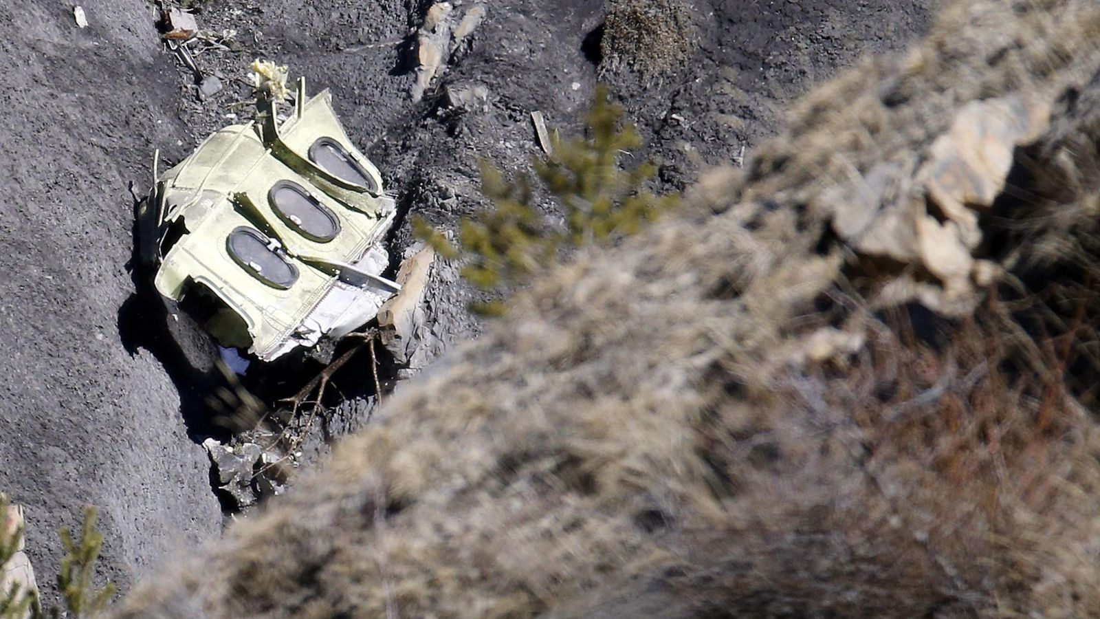 Foto: Parte del avión siniestrado en los Alpes, Francia. (Reuters)