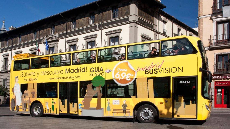 El autobús turístico de Jiménez Dorado, denominado 'el pirata amarillo'