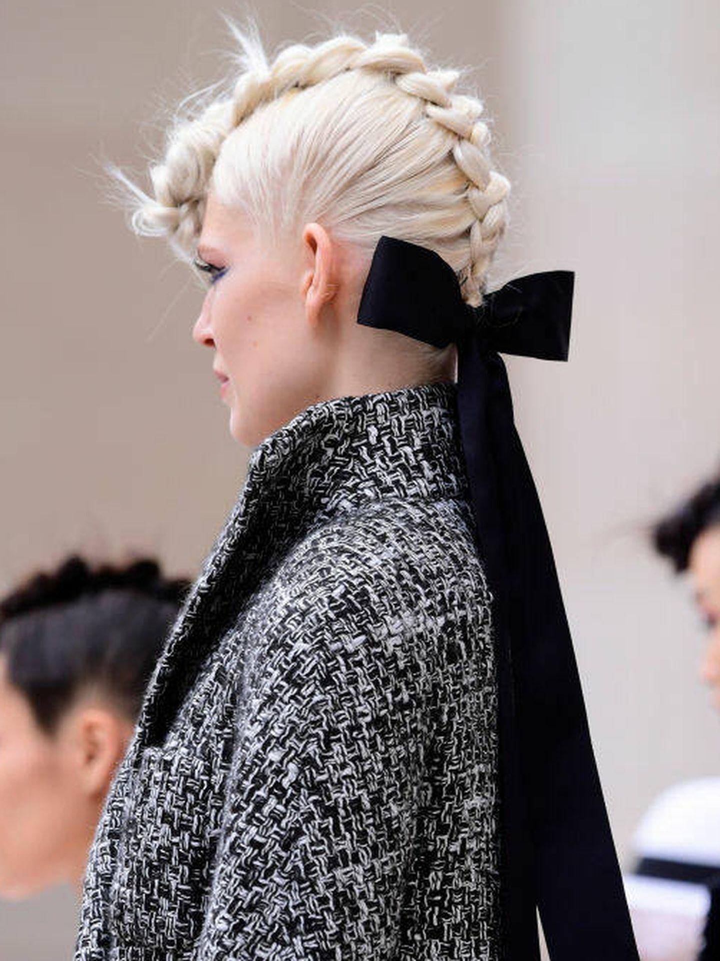 Detalle de la trenza holandesa de Chanel. (Getty)