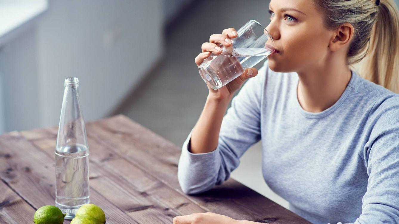 Resultado de imagen para tomando agua