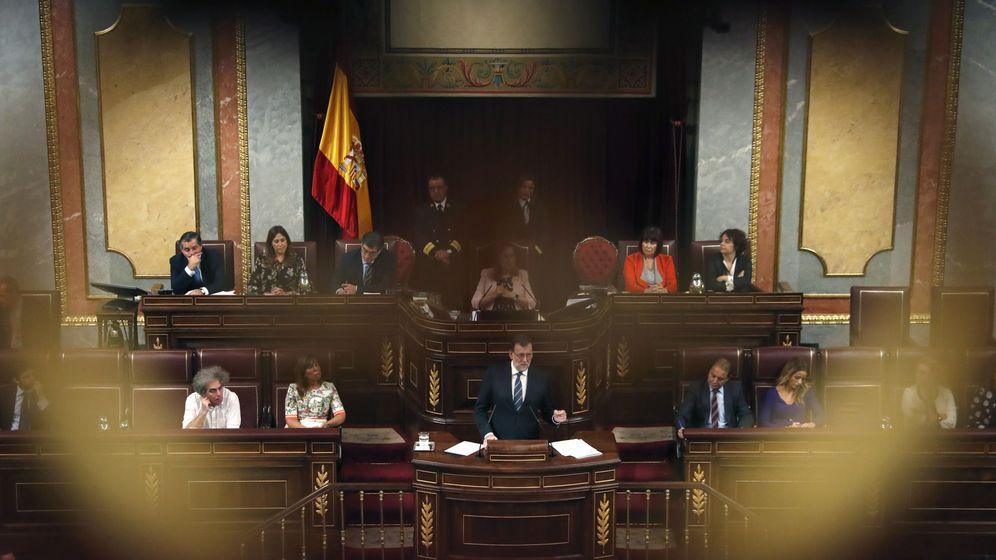Foto: El presidente del Gobierno en funciones y líder del PP, Mariano Rajoy (c), durante su discurso de investidura. (EFE)