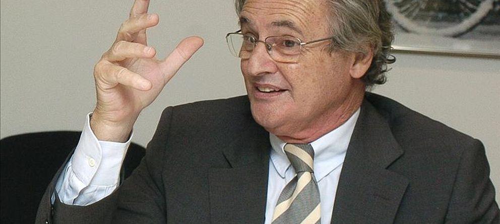 Suma y sigue: el marido de Cospedal cobra 12.000 € al mes del empresario Blas Herrero