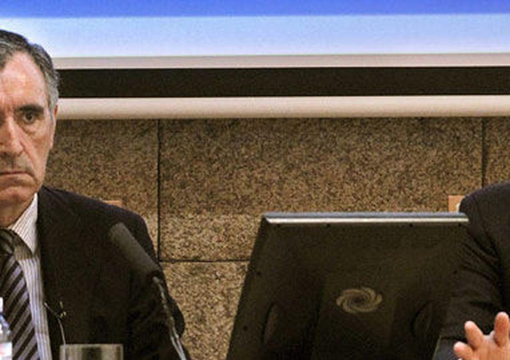 Foto: José María Castellano, presidente de NCG Banco (i) y César González-Bueno, consejero delegado (efe)