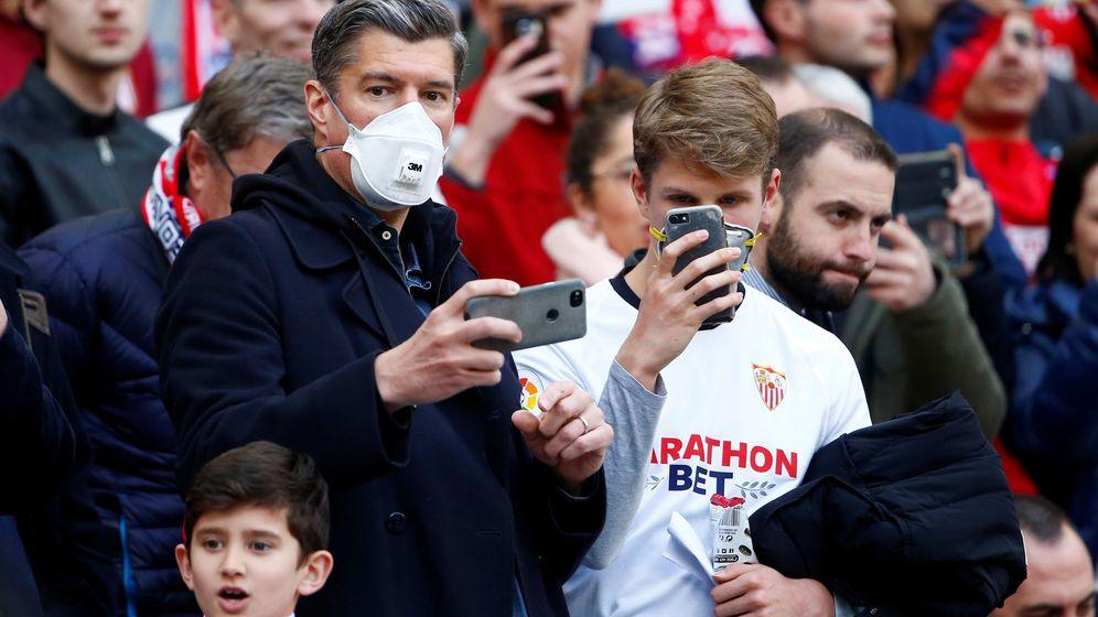 Foto: Asistentes al partido Atlético de Madrid-Sevilla, en el Wanda Metropolitano. (Reuters)