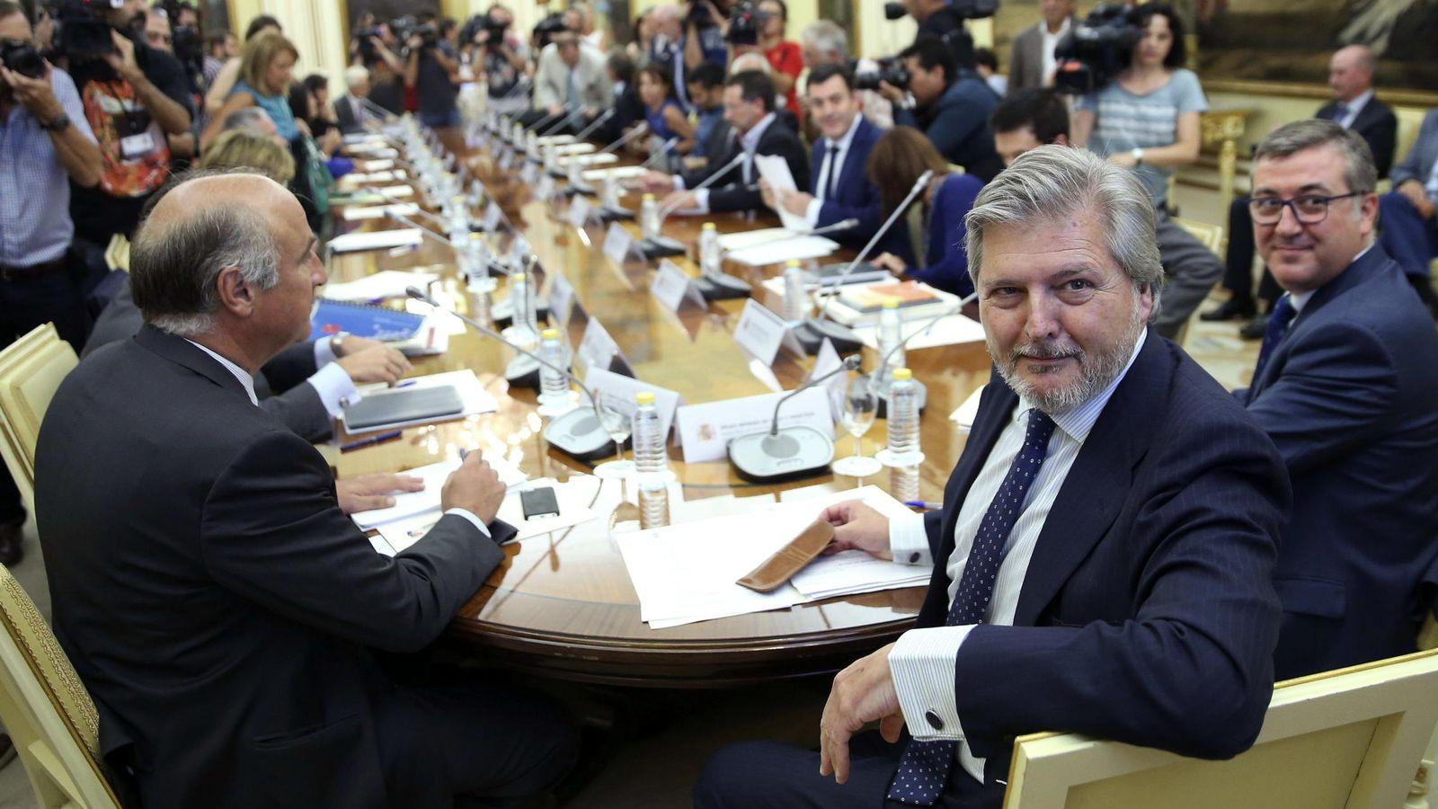 Foto: El ministro de Educación, Íñigo Méndez de Vigo, durante la reunión. (EFE)