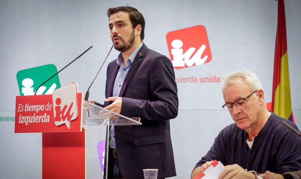 Foto: Alberto Garzón y Cayo Lara, durante la reunión del Consejo Político Federal de IU de este 9 de enero. (José Camó)