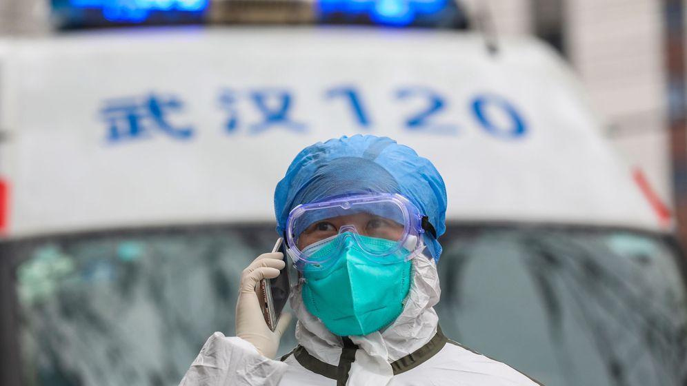 Foto: Un enfermero en Wuhan. (EFE)
