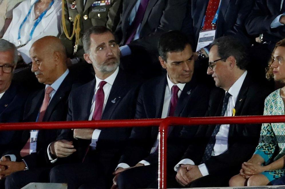 Foto: El Rey, Pedro Sánchez, Quim Torra y Meritxell Batet, durante la inauguración de los Juegos del Mediterráneo, este 22 de junio en Tarragona. (EFE)